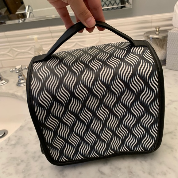 Handbags - Bathroom/ makeup travel bag!